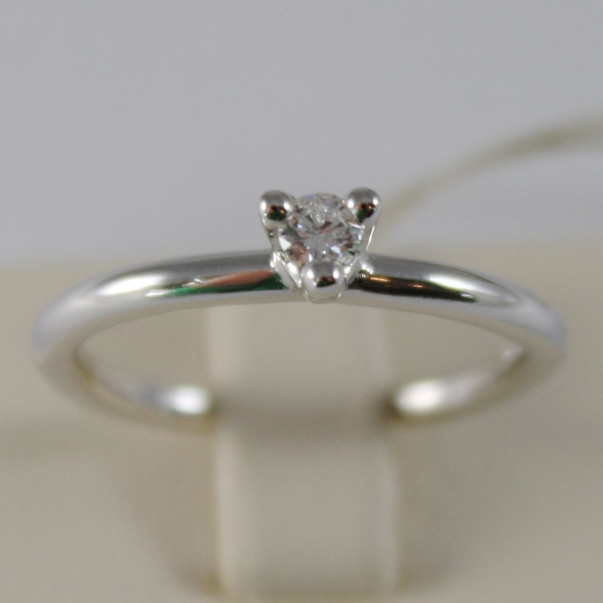 18K WHITE GOLD SOLITAIRE WEDDING BAND TRIANGLE RING DIAMOND 0.12 MADE IN ITALY