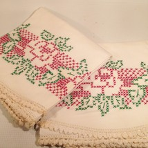 Pair Mid Century EMBROIDERED ROSE Floral CROSS Stitch PILLOWCASEs 70'S USA - $20.43