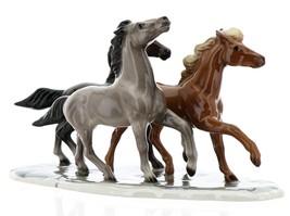 Hagen-Renaker Specialties Ceramic Horse Figurine Wild Mustangs on Base image 4