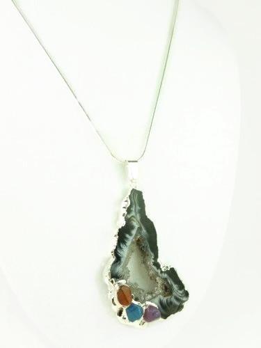 Agate_geode_druzy_gemstone_silver_pendant_white_black_swirls_708cf2cd