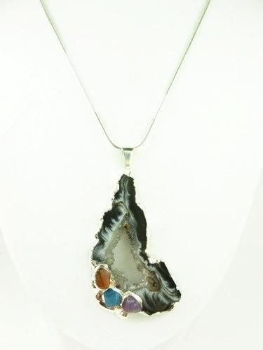Agate_geode_druzy_gemstone_silver_pendant_white_black_swirls_46778971