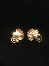 Vintage 40s victorian gold flower and vine screw back earrings image 4