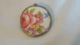 """1.5""""VINTAGE ARTISAN GLASS FLORAL CURVED ROUND BROOCH PIN,PINK,COPPER TAP... - $4.94"""