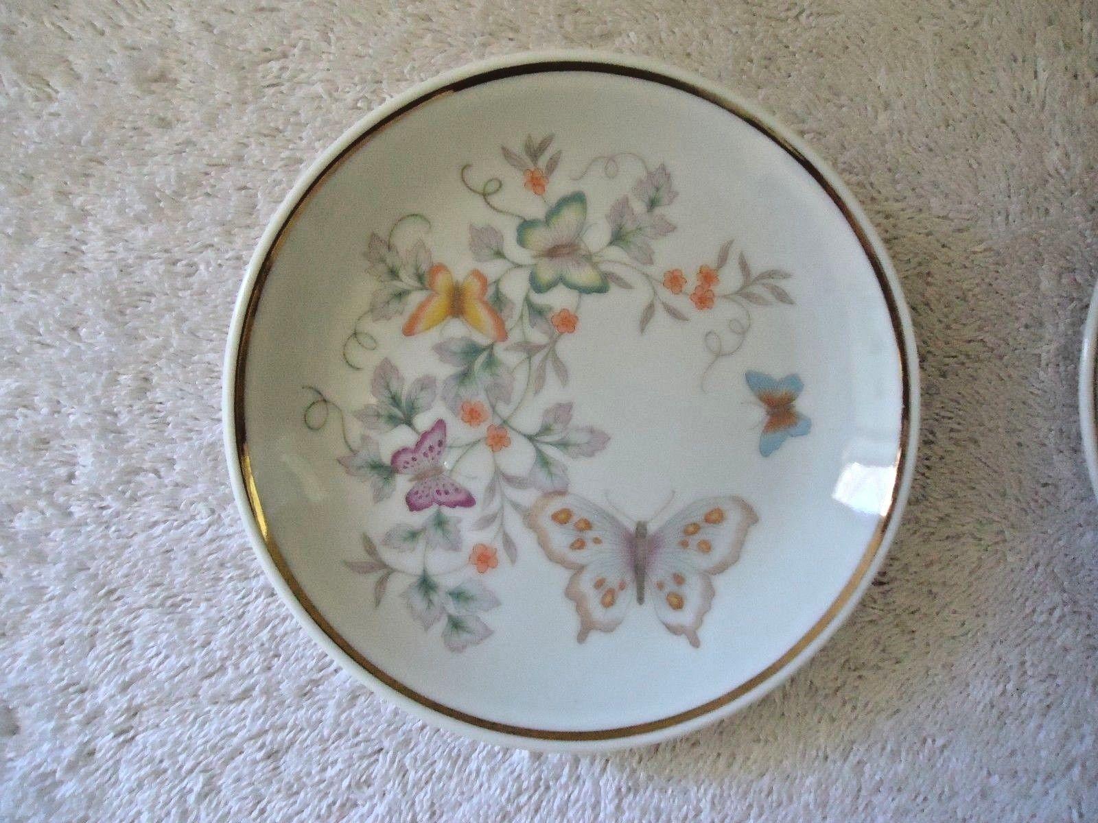 Vintage Set Of 2 1979 Avon Fine Porcelain 22 K Gold Trim Collector Plates  image 2