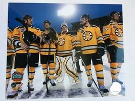 Boston Bruins 2010 NHL Winter Classic Glossy 8 X 10 Photo Tim Thomas DM1 - $5.99