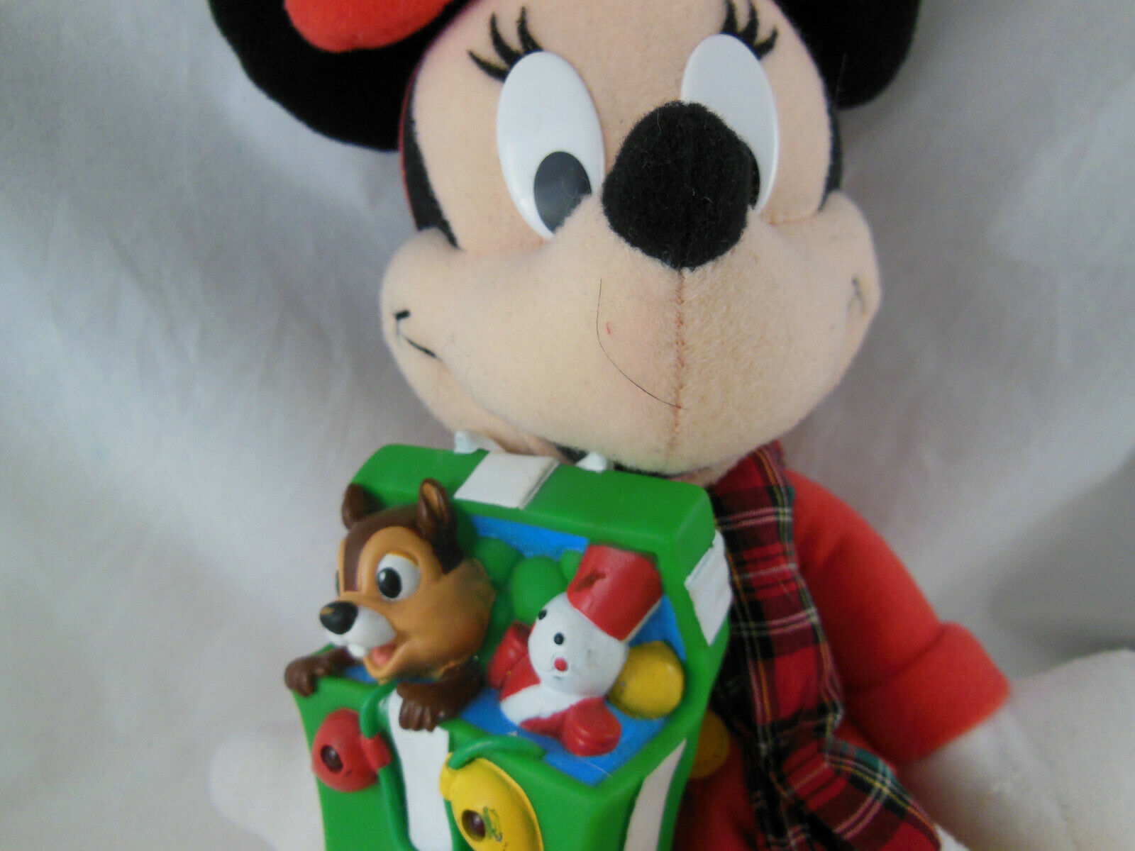 Disney 11 INCH Christmas MINNIE MOUSE Plush W Gift Of