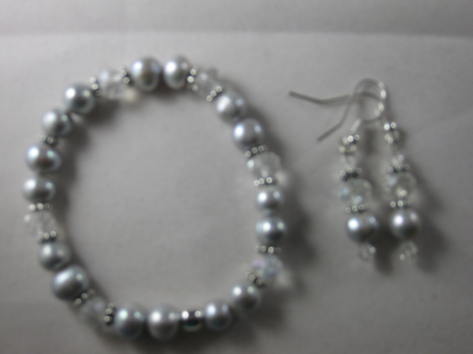 NEW Handmade 8 mm Gray Fresh Water Pearl Stretch bracelet with Earrings