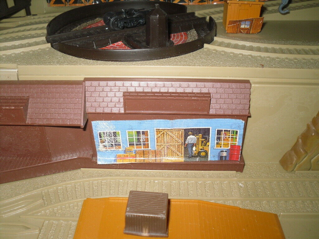 Freight Yard Sto & Go Hot Wheels 1983 Truck Train Playset