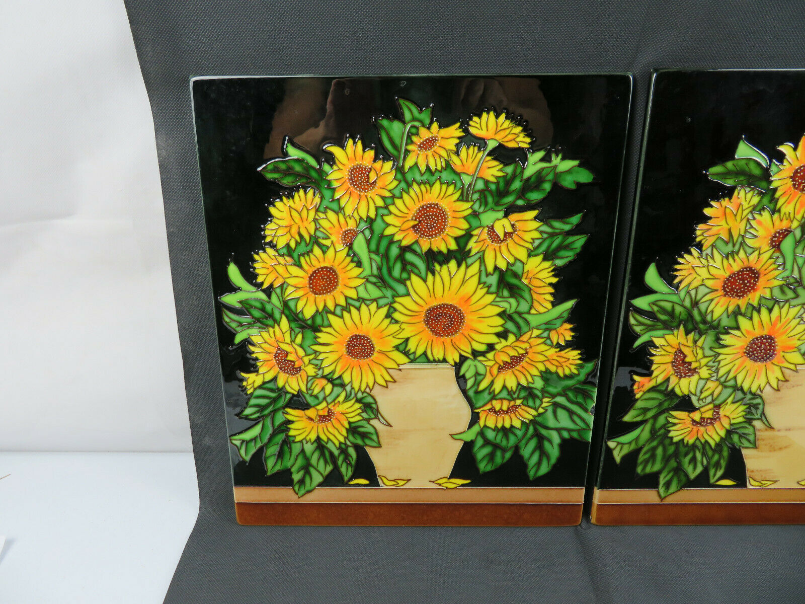 Vintage Majolica ceramic wall hanging pair of plaque Retro Hippies flower décor