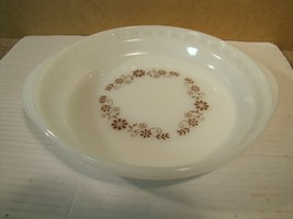 """Vintage Dynaware Pyr-O-Rey Milk Glass Pie Dish with Brown Daisy Pattern 9"""" - $5.26"""