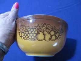 Vtg Pyrex Old Orchard Bowl 2.5 Quart Fruit, Gold, Brown, 403 - $10.00