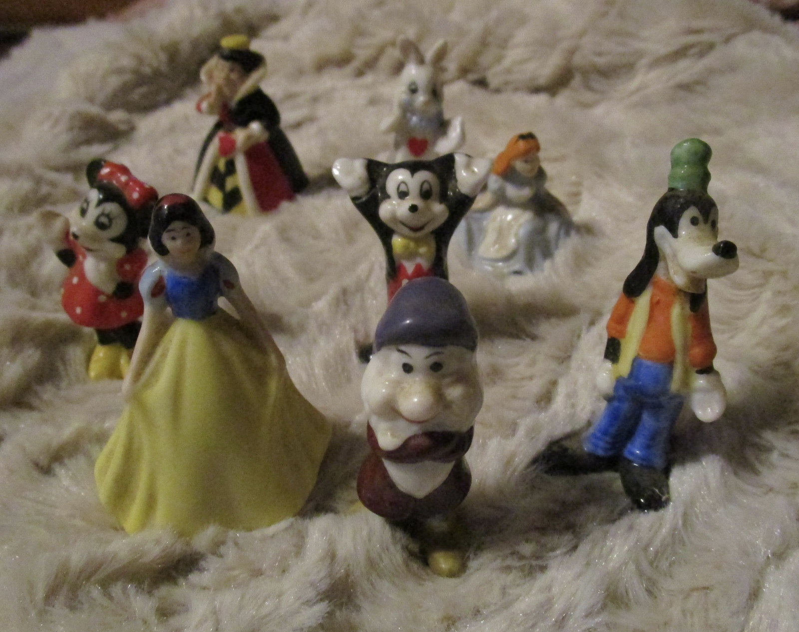 8 SMALL DISNEY MICKEY MINNIE MOUSE GOOFY ALICE IN WONDERLAND + FIGURINES TAIWAN