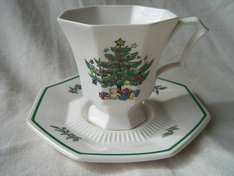 Primary image for NIKKO CHRISTMASTIME HAPPY HOLIDAYS CUP SAUCER SETS 4 COFFEE CHRISTMAS TREE