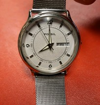 Fossil Womens Watch Stainless Steel Band with New Battery Very Nice - $40.44