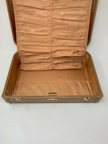 Taperlite Suitcase Perfect Size Train Case Overnight Cosmetic Hardshell 19-1349