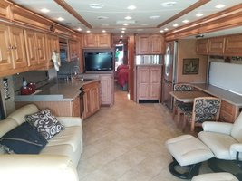 2010 Tiffin Phaeton 40QTH FOR SALE IN Mosier, OR 97040 image 3