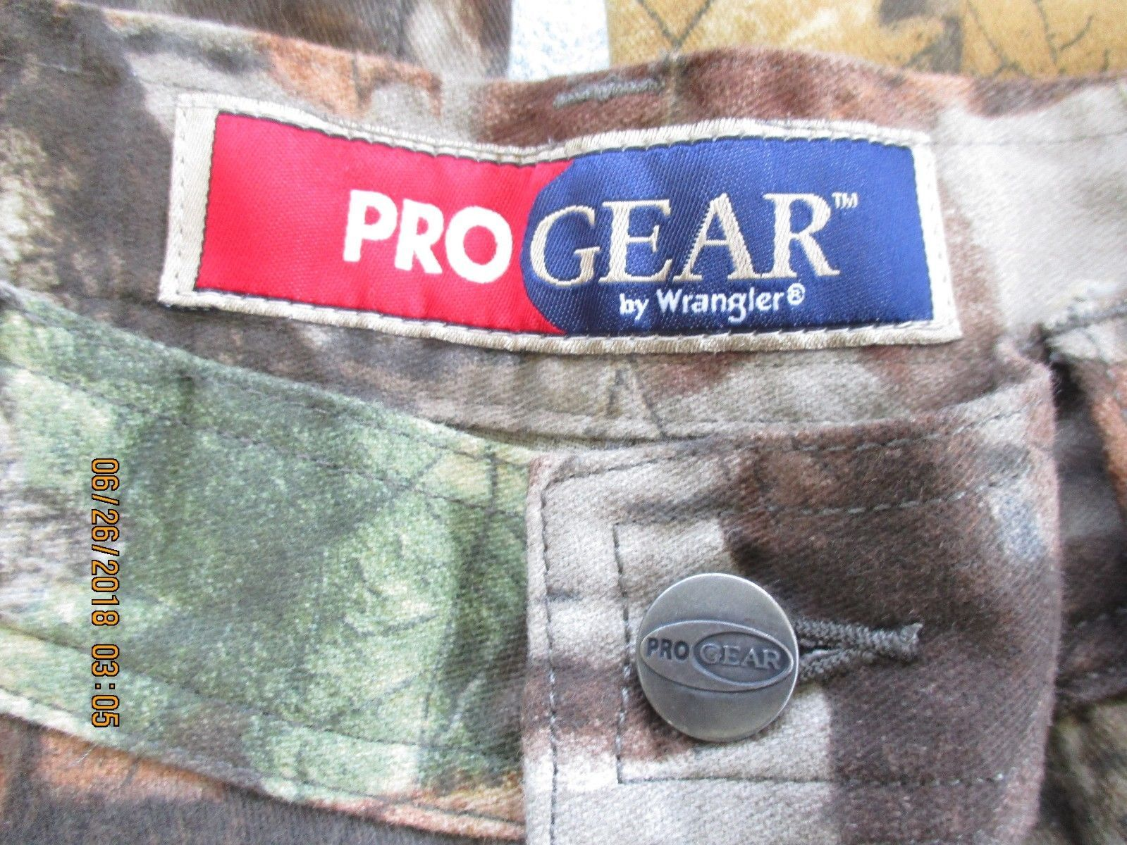 7a04d084 NWOT Wrangler ProGear 9 Pocket Hunter Cargo Camo Jeans Advantage Timber  36X32