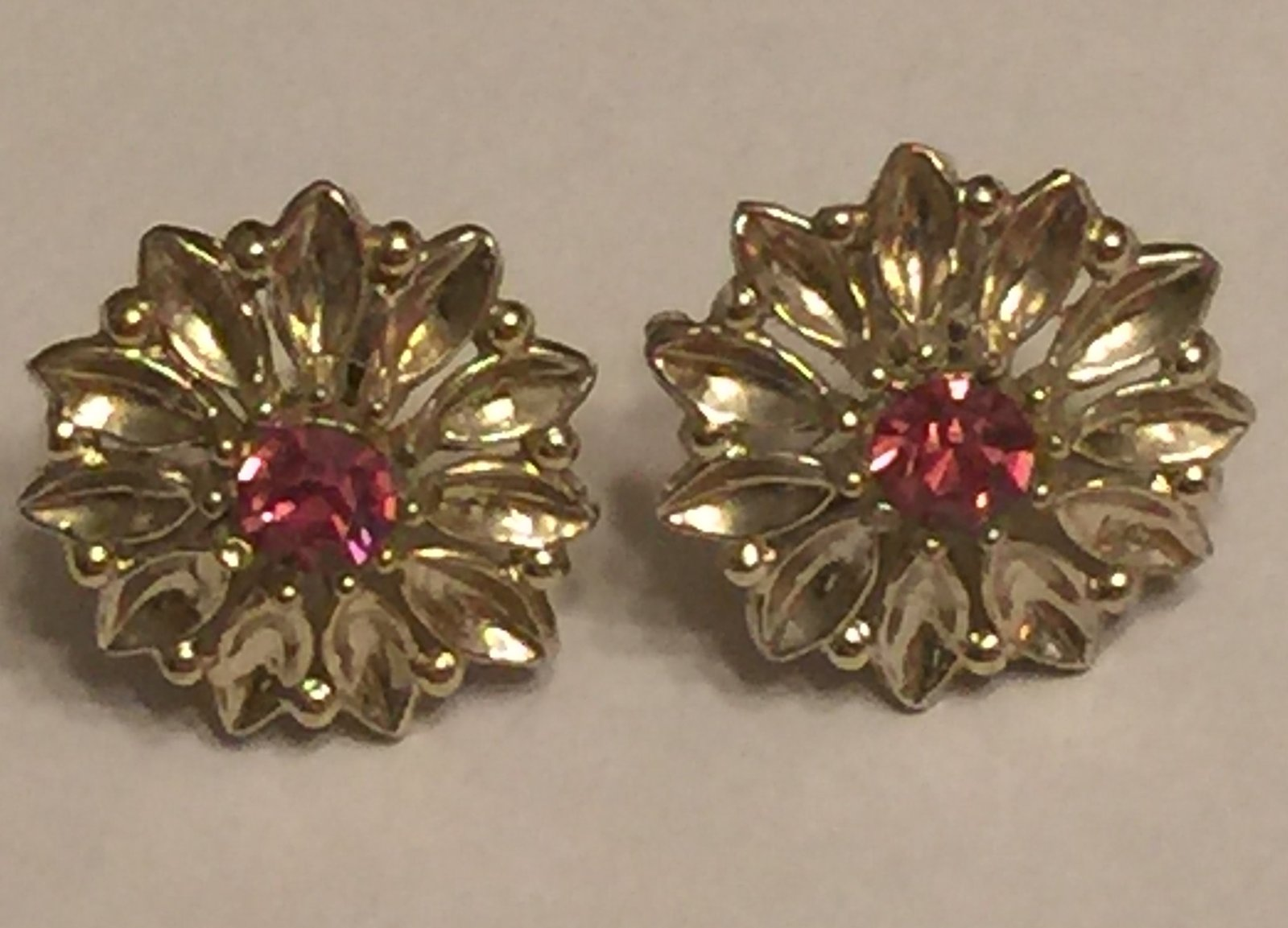 +VTG 50s Screw Back Earrings~ Gold Tone Flowers w/Deep Pink Rhinestone Centers image 2