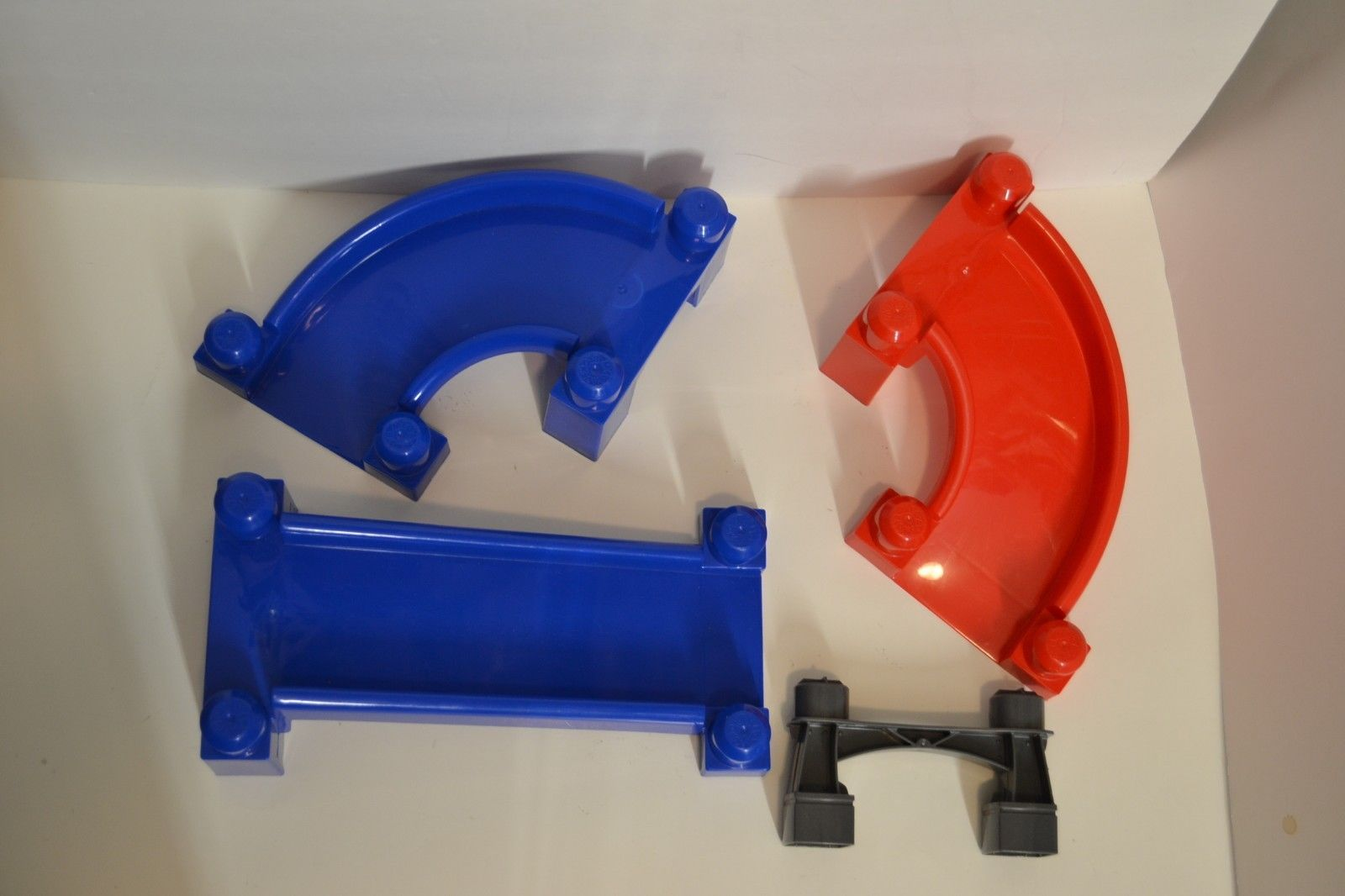Mega Bloks Fast Tracks Replacement Parts Pieces Blue Red Slope L R Straight Gray