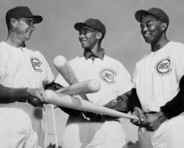 ERNIE BANKS MONTE IRVIN HANK SAUER 8X10 PHOTO CHICAGO CUBS BASEBALL PICT... - $3.95