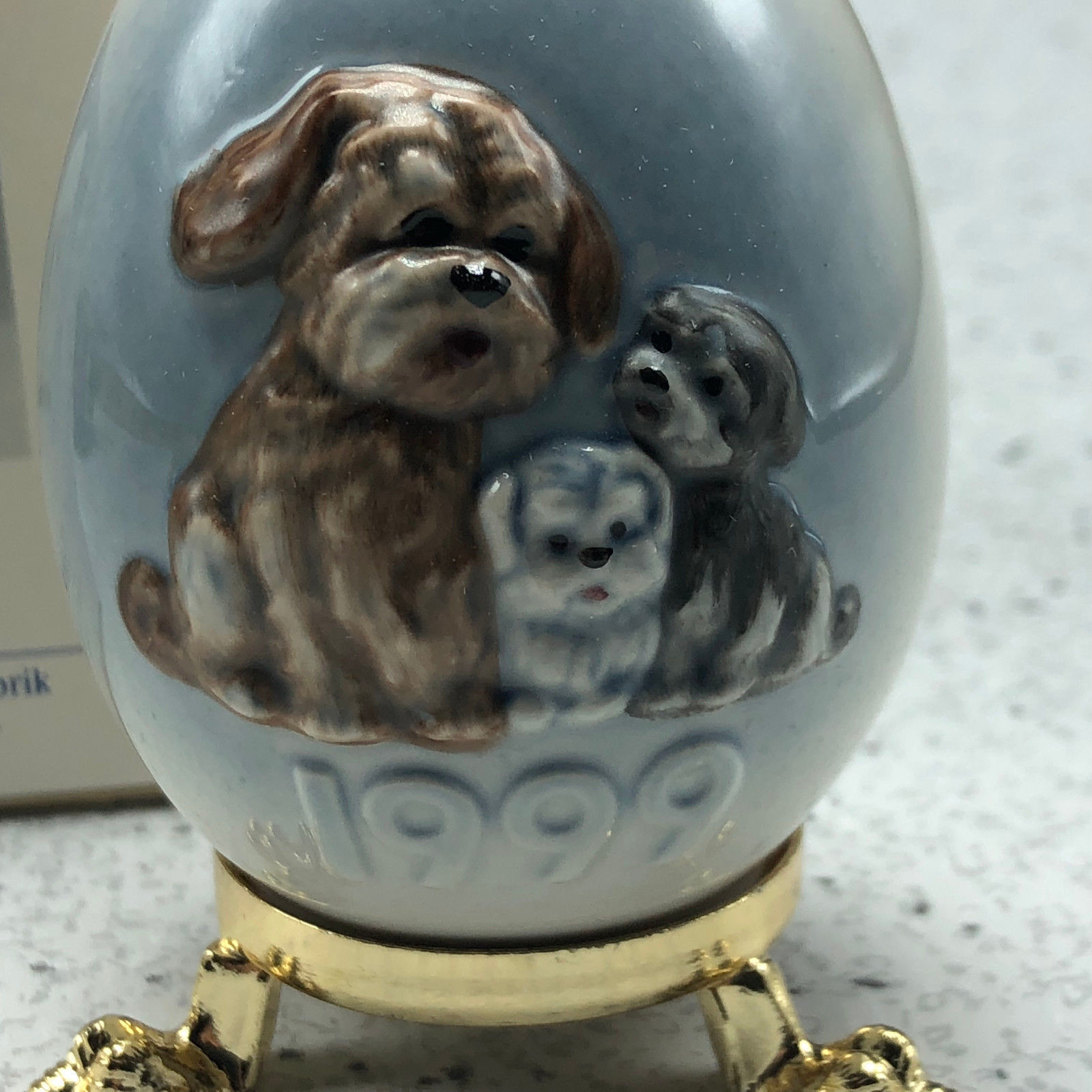 1999 GOEBEL ANNUAL EASTER EGG West Germany 22nd edition figurine 102737 puppies