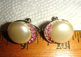 VTG FLORAL PINK LUCITE NECKLACE FAUX MABE PEARL RHINESTONE SCREWBACK EAR... - $87.99