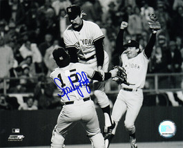 SPARKY LYLE Signed New York YANKEES B&W Celebration 8x10 Photo - SCHWARTZ - $33.20