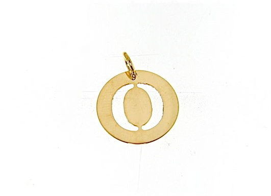 18K YELLOW GOLD LUSTER ROUND MEDAL WITH LETTER O MADE IN ITALY DIAMETER 0.5 IN
