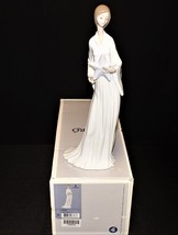 LLadro Beginning and End Porcelain Girl Figurine with Starfish 6378, Min... - $295.00
