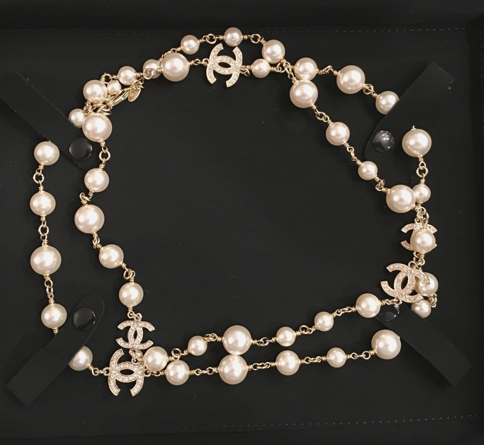 Chanel classic pearl necklace