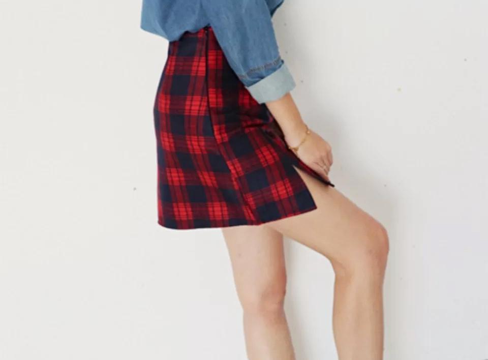 Red plaid short skirt 1