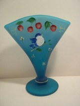 Fenton Glass BLUE LAGOON FAN VASE BIRDS & CHERRIES Gift Shop Exclusive W... - $125.62
