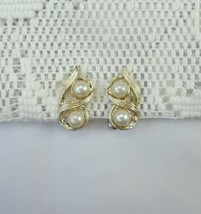 Beautiful Vintage Faux Pearl Gold tone chunky textured Clip-on Earrings (Z) - $8.12
