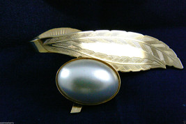 GOLD TONE METAL LARGE OVAL WHITE PEARL FAUX FLORAL LEAF PIN BROOCH - $23.76