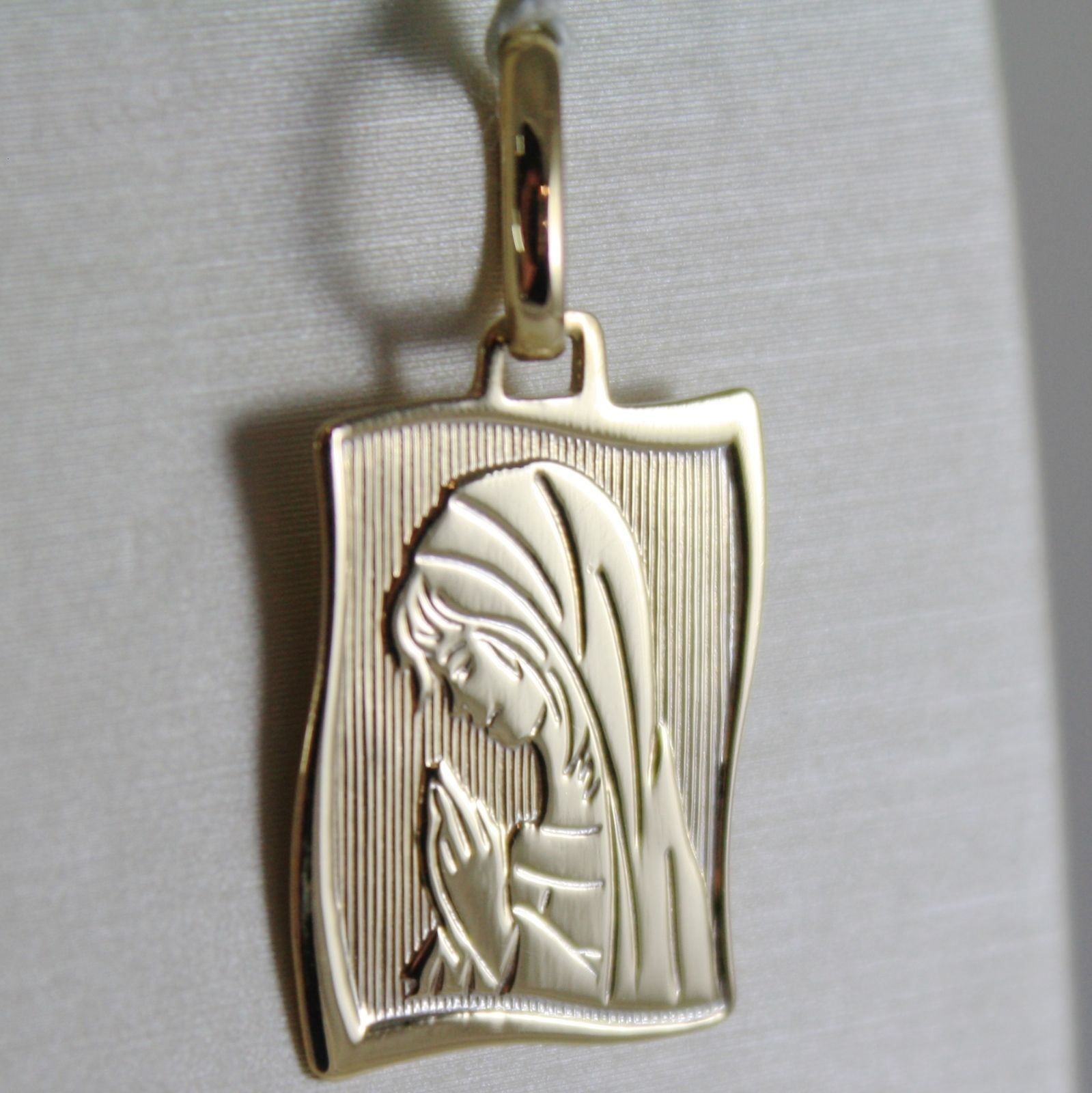 18K YELLOW GOLD SQUARE MEDAL VIRGIN MARY MADONNA ENGRAVABLE MADE IN ITALY
