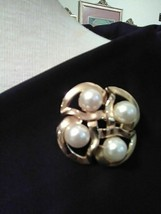 VINTAGE GOLDEN PIN BROOCH 4 FAUX PEARL IN ROUNDED SQUARES FRAME - $20.00