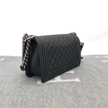 AUTHENTIC BRAND NEW CHANEL 2019 BLACK QUILTED LAMBSKIN MEDIUM BOY FLAP BAG RHW image 3