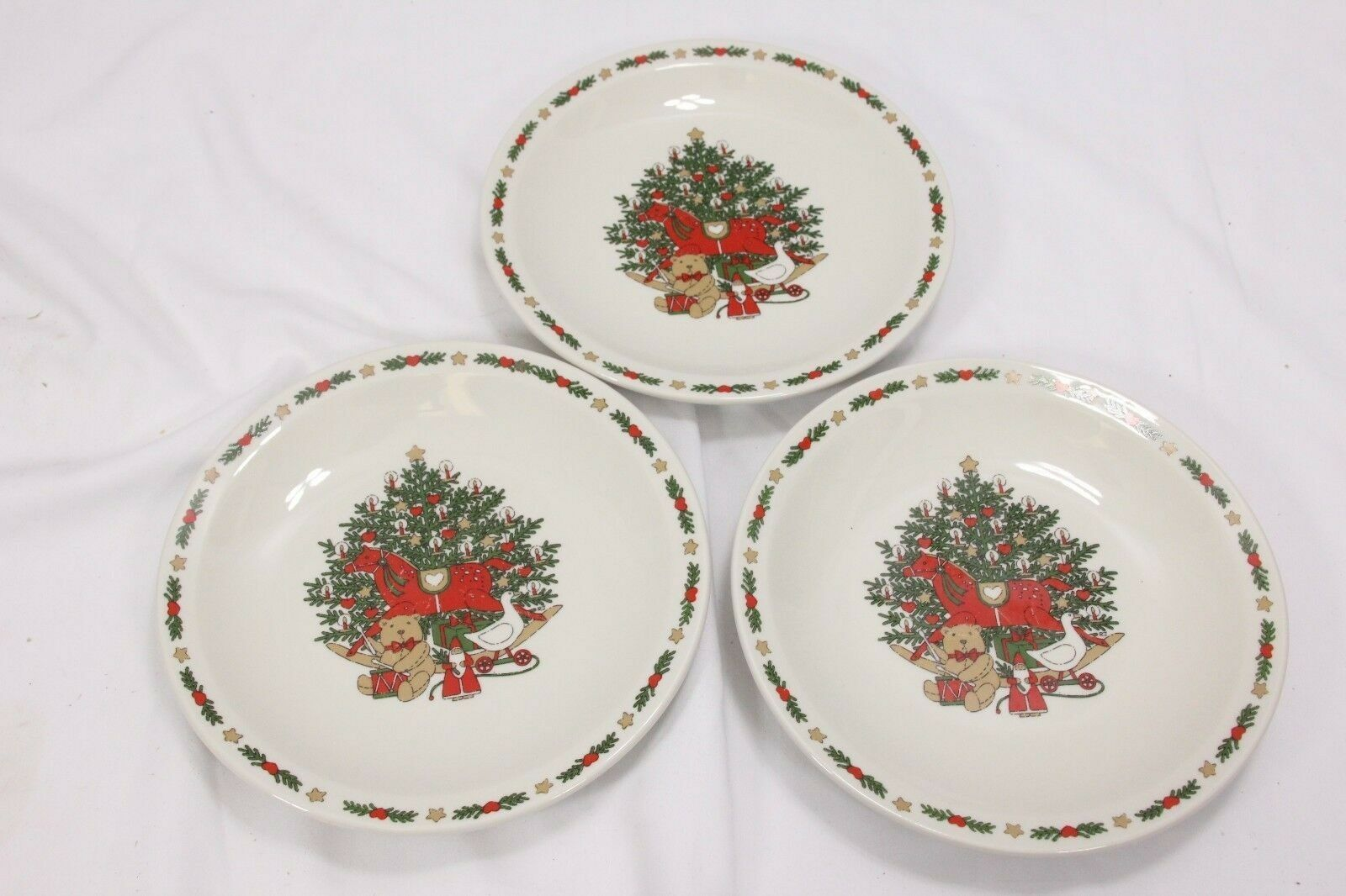Strawberry St Christmas Treasure Dinner and Salad Plates Lot of 7