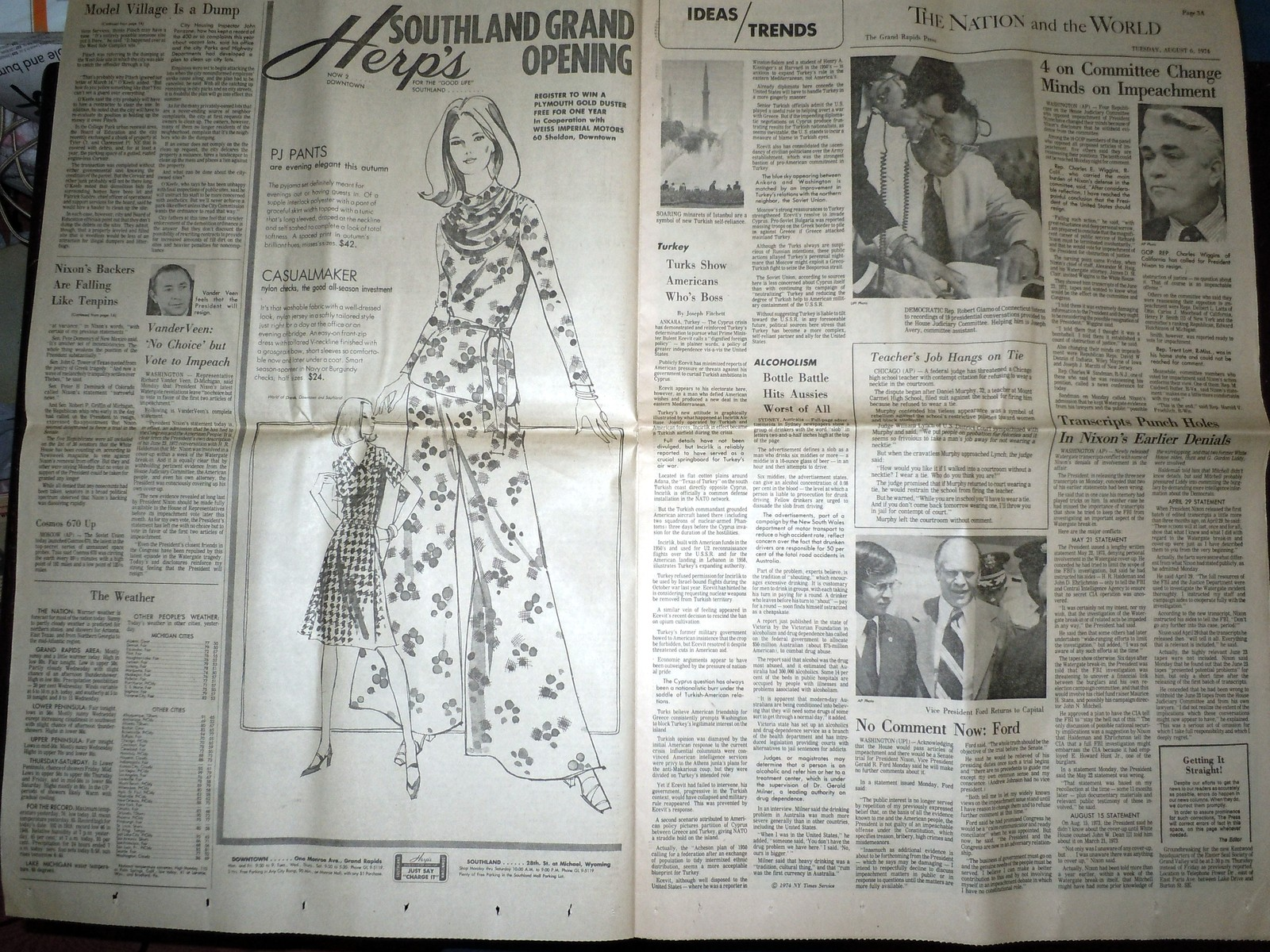 Vintage The Grand Rapids Press Nixon's Supporters Falling & Comics Aug 6 1974 image 2