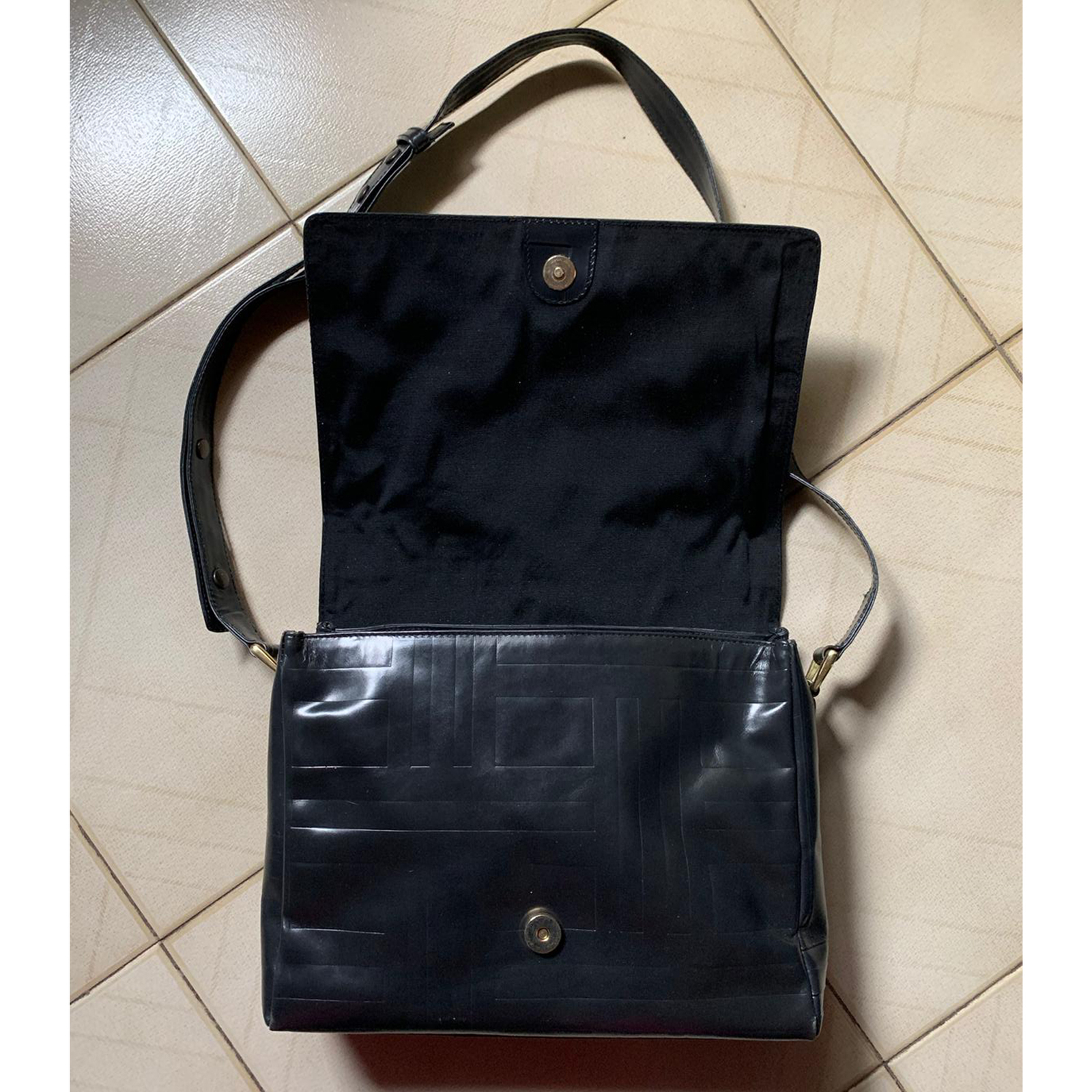 58d5333e165dcd Prada - Borsa a tracolla regolabile in pelle and 50 similar items