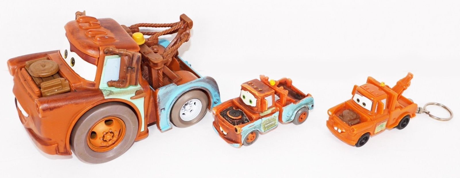 3 PC LOT TOW MATER - CARS FIGURE FRICTION + TOY VEHICLE + KEYCHAIN DISNEY PIXAR