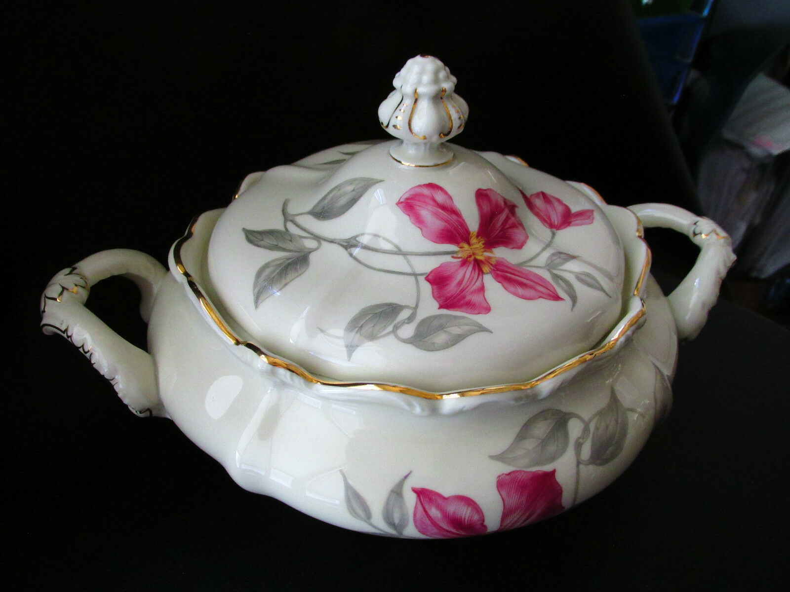 Rosenthal Pompadour Beatrice Covered Lidded Vegetable Bowl With Handles - $102.96