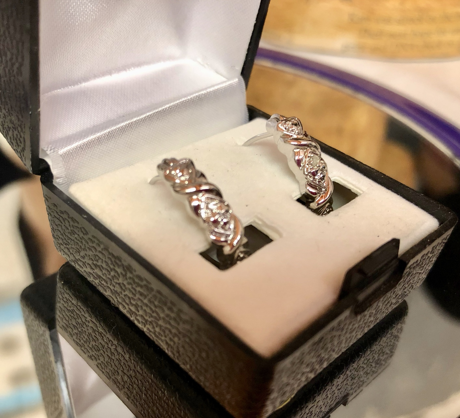 VTG X's/Diamond Shapes Rhodium Plated Leverback Pierced Hoop Earrings/Gift Case image 3