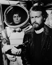 Sigourney Weaver in Alien in space suit on set with James Cameron 16x20 Canvas G - $69.99