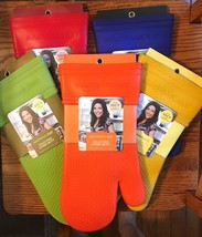 RACHEL RAY SILICONE OVEN MITT WITH PROTECTIVE FABRIC LINING - $14.95