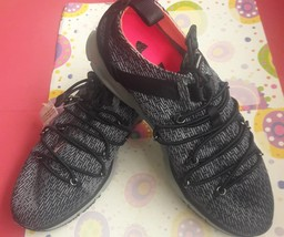 Under Armour Shoes size 6 1/2 gray - $40.00