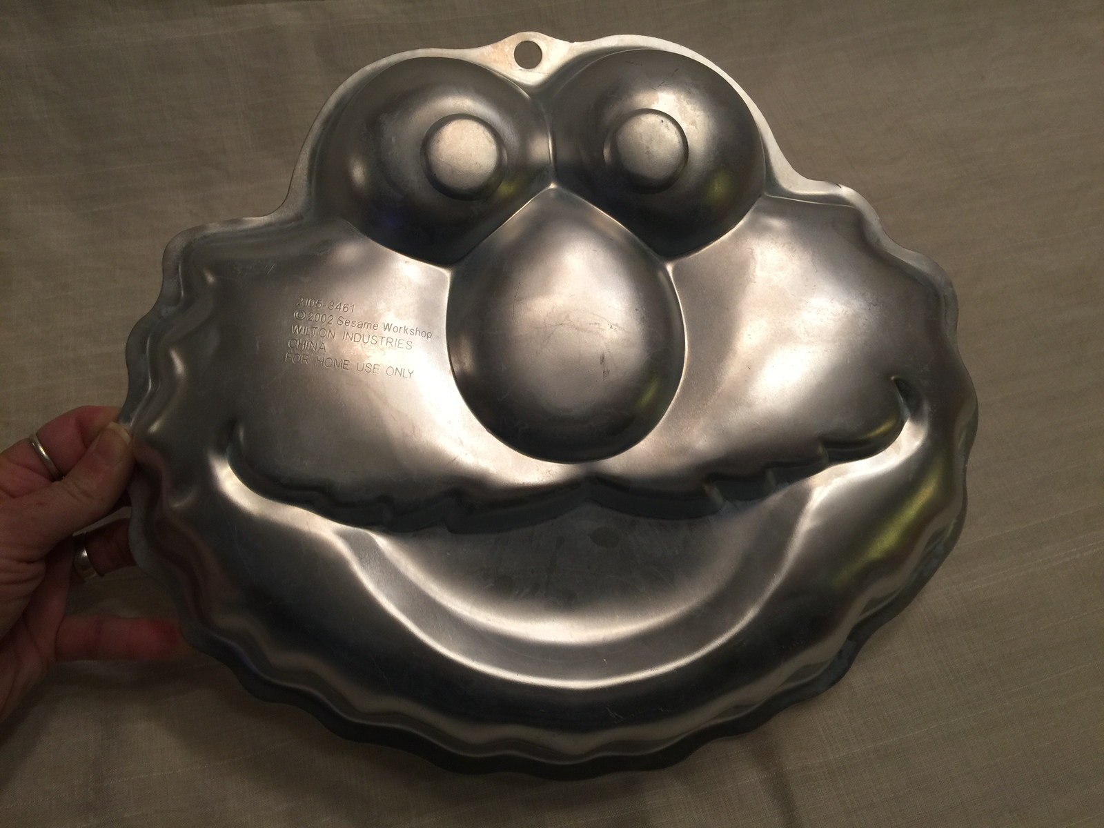 Primary image for 2002 WILTON Sesame Workshop Elmo Face Aluminum Cake Pan #2105-3461 Used