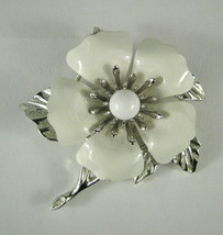 Sarah Coventry Brooch Flower White Silver Tone Enamel Size 2.5  Inches - $23.76