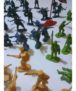 Huge Lot Of 200 Plastic Army Men Vintage Toy Army Man  Mixed Lot - $36.99