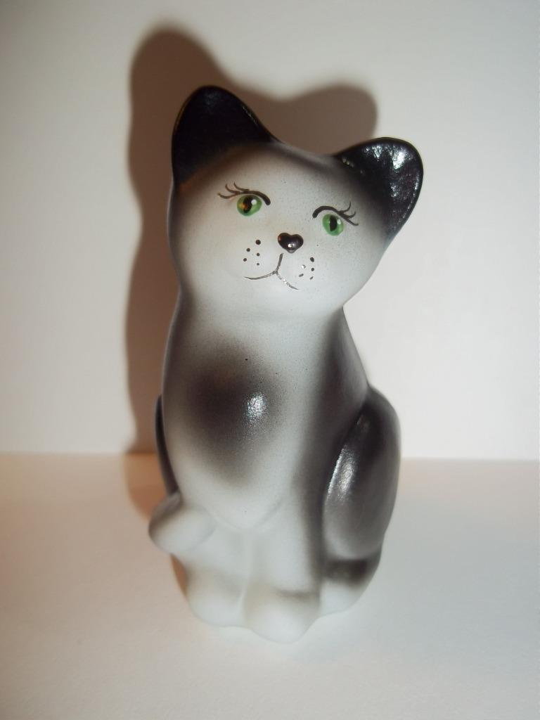 Fenton Glass Black & White Tuxedo Natural Mini Kitten Cat Figurine Ltd Ed